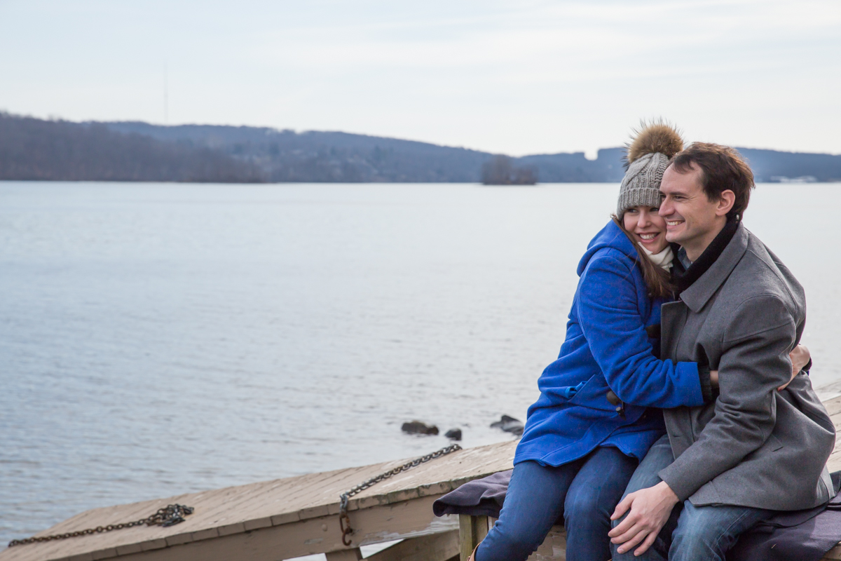 Relaxed winter engagement photo