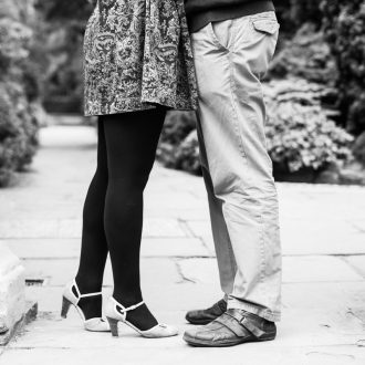 15 engagement photography service feet in doorway Cambridge