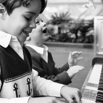 5 family portrait photography London children playing piano