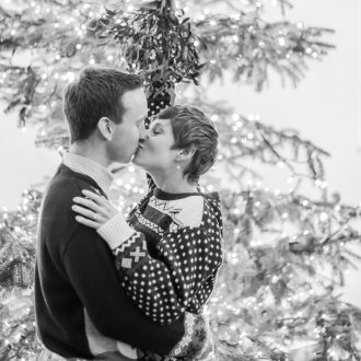 22 engagement photography mistletoe kiss Christmas London