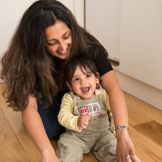 11 family photographer London mum with toddler