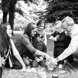 13 family photographer Northumberland family picnic park