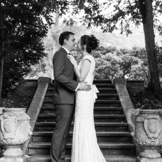 33 wedding outdoor photography London garden kiss