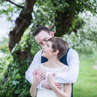 34 wedding outdoor photography London riverside love