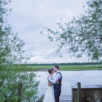 43 wedding photography Oxford Perch riverbank love